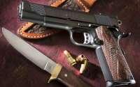 Пистолет и нож