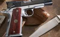 Нож, кобура, пистолет