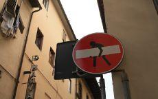 Граффити дорожный знак Кирпич