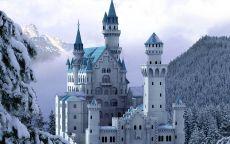 Белый замок в горах