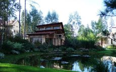 Дом с широкими окнами