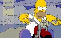 Гомер Симпсон за рулем мотоцикла