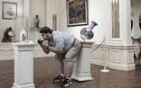 Турист и ваза
