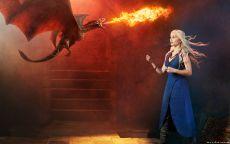 Дейенерис Таргариен с драконом.