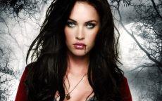 Загадочная девушка вампир