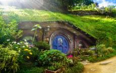 Сказка, фэнтези, дом хоббита, солнечные лучи, цветы
