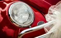 Фара красного автомобиля