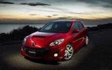 Mazda-3-MPS на ночной дороге