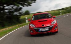 Mazda-3-MPS входит в поворот
