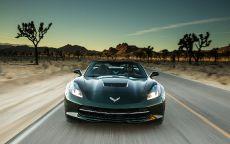 Chevrolet Corvette Convertible на скоростном шоссе