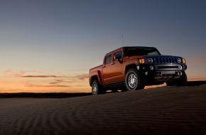 Пикап Hummer H3T в пустыне