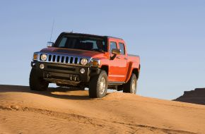 Hummer H3T покоряет пустыню