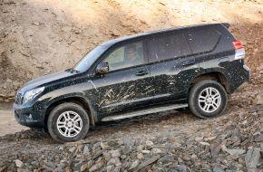Toyota Land Cruiser на крутом спуске