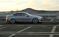 BMW 5 серии F10 на спортивном треке.