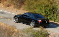 BMW M5 на проселочной дорге