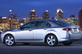 Acura-TSX на фоне ночного города