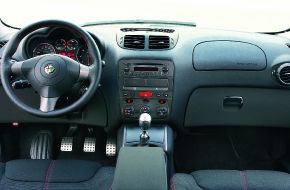 Салон автомобиля Alfa Romeo GT Q2