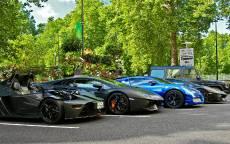 Стоянка дорогих автомобилей
