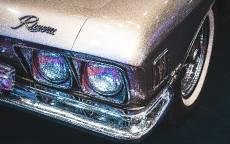 Старый автомобиль, двойная фара, хромированный бампер
