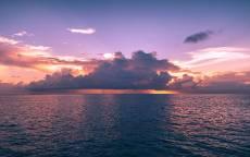 Тучи на горизонте, отражение в море