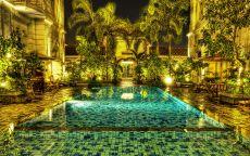 бассейн в золотом доме