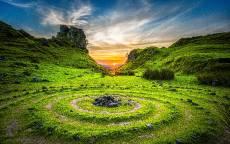 Мистика, солнце, круги на земле, спираль