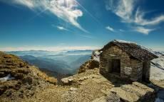 Одиночество, горный пейзаж, уединенный дом, каменный домик, облака