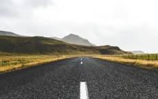 Пустая дорога, асфальт, степь, забор, гора, разметка