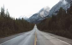 Загородная дорога, прямая дорога, лес, горы