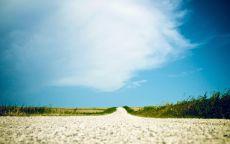 Белая дорога в синее небо.