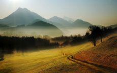 Дорога в туманные горы.