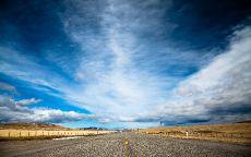 Прямая дорога в пустыне.