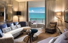 Бежево-коричневая гостиная с балконом