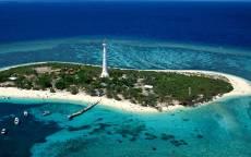 Остров, океан, маяк, пристань, лодки, бухта