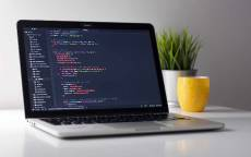 Включенный ноутбук программиста Java Script