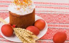 Пасха, пасхальные яйца в белом блюде