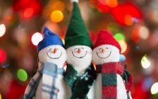 три веселых снеговика