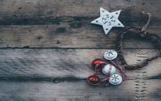 открытка, поздравление, новый год, деревянный фон, с новым годом, праздник, happy new yeur, елочные игрушки, открытка для заполнения