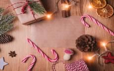 открытка новогодняя, новый год, подарки, елочные игрушки, поздравление, поздравительная открытка рождество
