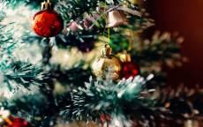 открытка новогодняя, новый год, новогодняя елка, елочная игрушка, поздравление, стеклянные шары