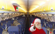 Прикольный Санта Клаус и олени летят в самолете