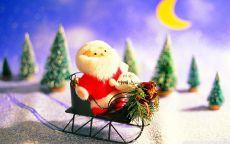 Игрушечный Санта Клаус на санках