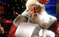 Санта Клаус читает длинный список пожеланий от детейф