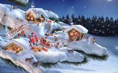 помощники Санта Клауса на ветке ели