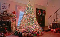 наряженная рождественская ель