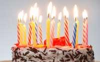 праздничный торт со свечками