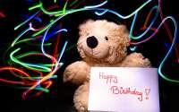 плюшевый мишка поздравляет с Днем Рождения!
