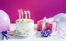 Праздничный торт, подарок, Женщине с днем рождения