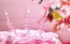 поздравление женщине с днем рождения открытка, праздничный торт, свечи на торте, розочки на торте