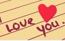 надпись на бумаге люблю тебя, дневник, красное сердце